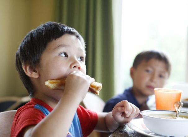 Trẻ nhẹ cân nên uống sữa gì